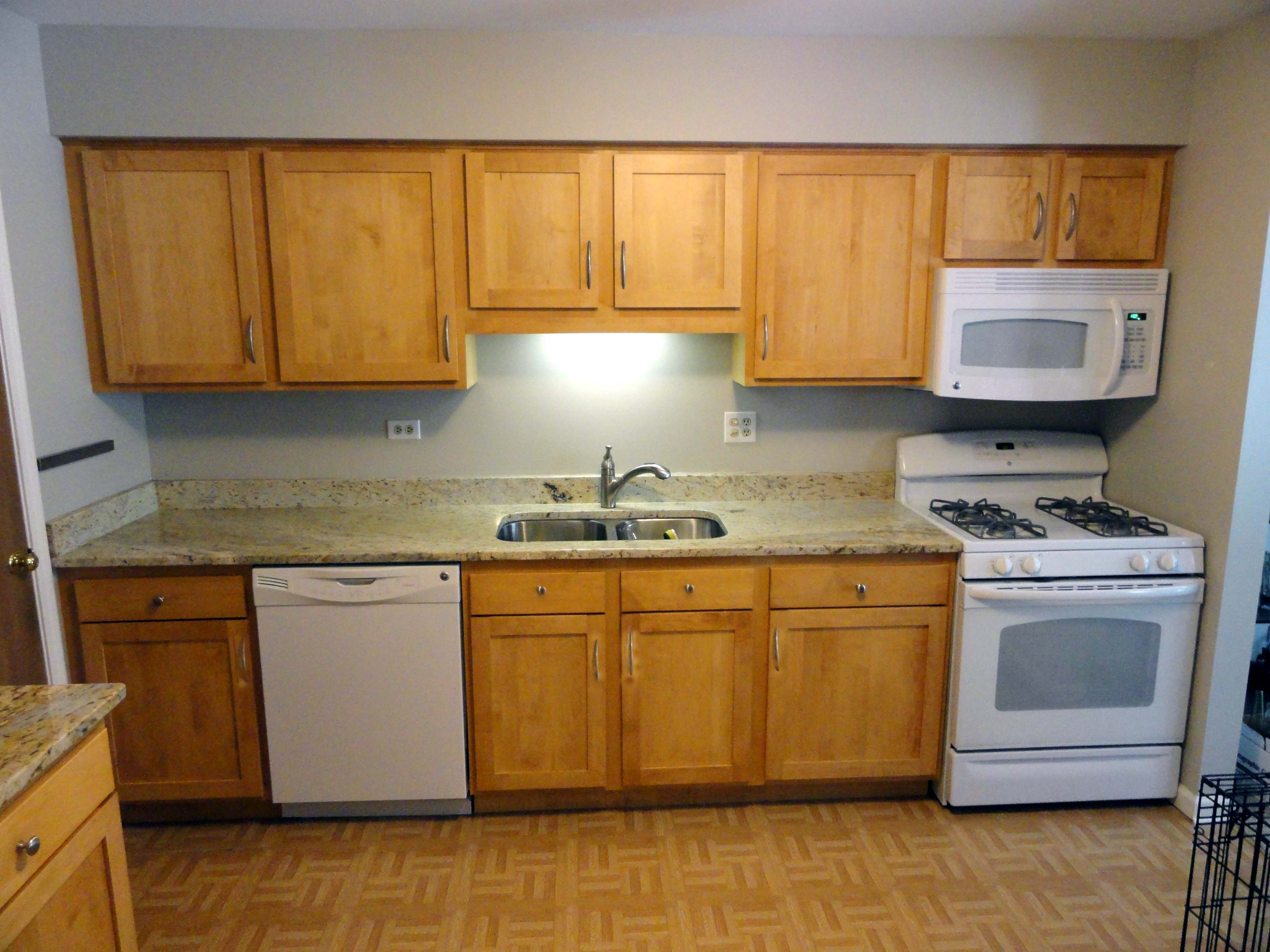 Do it yourself refacing kitchen cabinets for Kitchen cabinet refacing